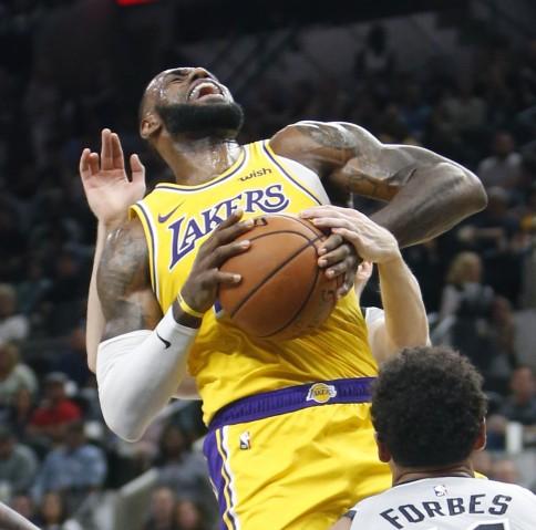 LeBron James Lakers .jpg
